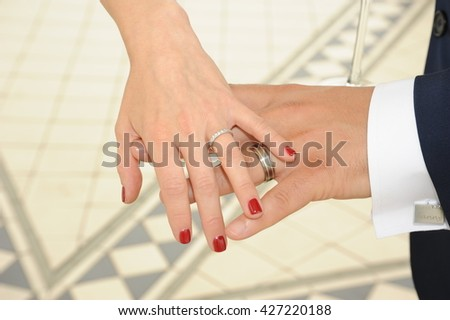 bride and grooms hand