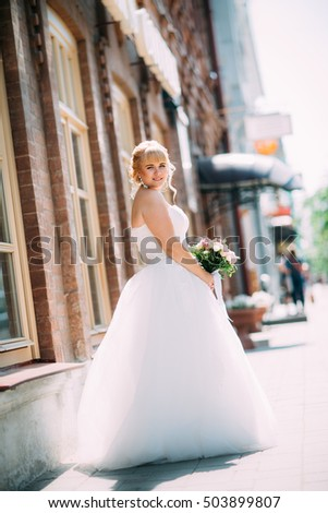Bride on a background of a city street.