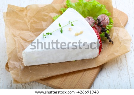 Brie cheese with thyme and salad leaves