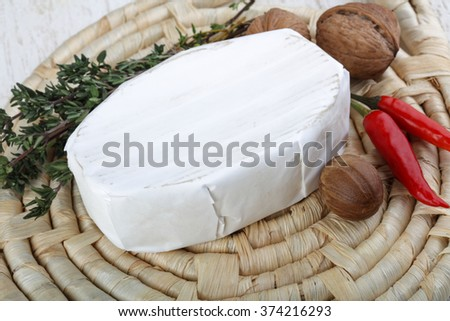 Brie cheese with thyme leaves and nuts