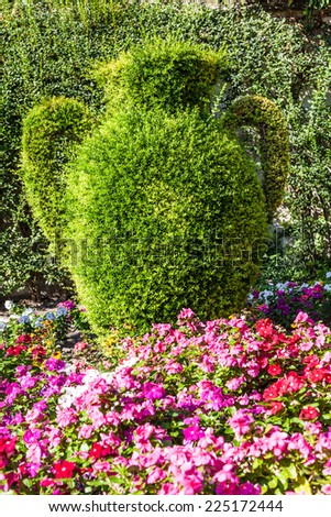 Bright colors in this photography of a luxury Italian garden