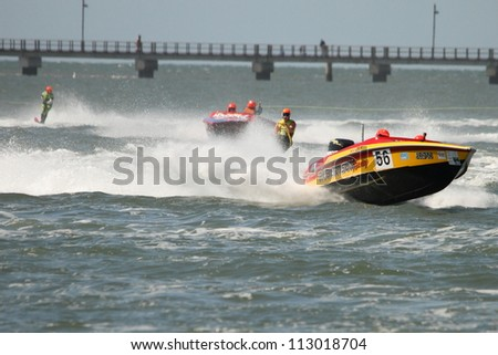 BRISBANE, AUSTRALIA - SEPTEMBER 15 : Team Robertson Racing in Australian Water Ski Racing Championship on September 15, 2012 in Brisbane, Australia