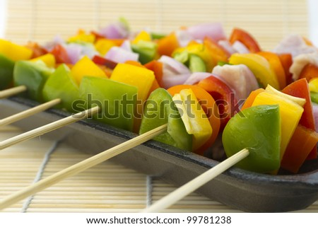 Brochettes of vegetables and fresh tuna