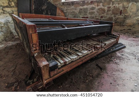 broken piano in an old house