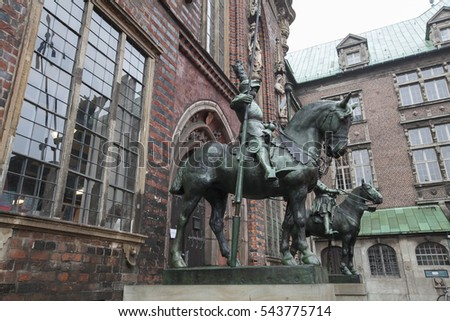 Bronze statue of a horse and armed knight in Bremen