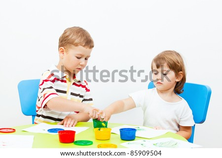 brother and the sister draw finger-type paints