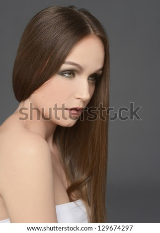 Brown Hair. Beautiful Woman with Healthy Long Hair
