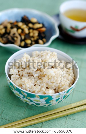 Brown rice and seaweed