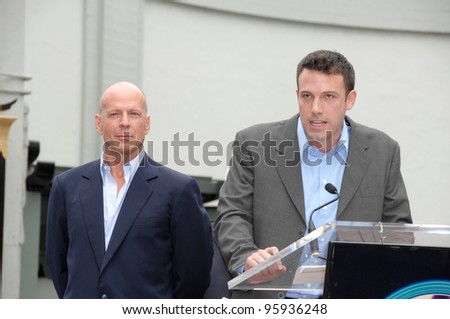 BRUCE WILLIS & BEN AFFLECK on Hollywood Boulevard where he was honored with the 2,321st star on the Hollywood Walk of Fame. October 16, 2006  Los Angeles, CA Picture: Paul Smith / Featureflash