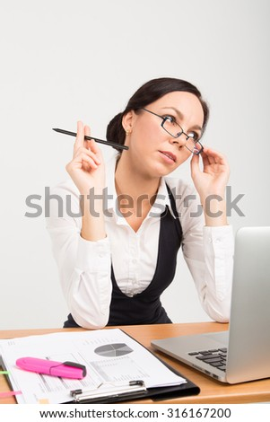 brunette business lady with laptop
