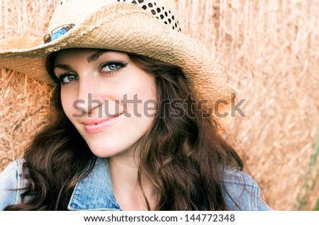 Brunette woman with cowboy hat