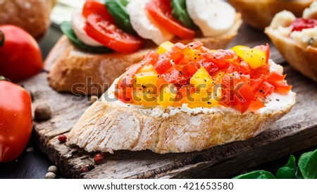 Bruschetta with chopped tomatoes, herbs and oil