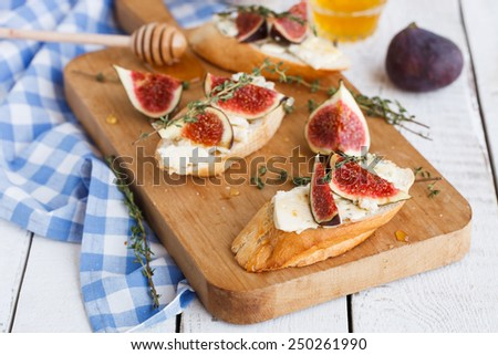 Bruschetta with figs ,blue cheese and thyme - stock photo