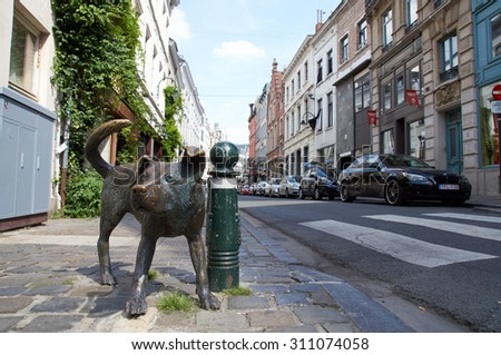 "BRUSSELS, BELGIUM - JULY 31: The bronze sculpture ""Zinneke Pis"" (peeing bastard) by Tom Frantzen. The statue has been destroyed by a car on Aug 03/2015, july 31, 2015."
