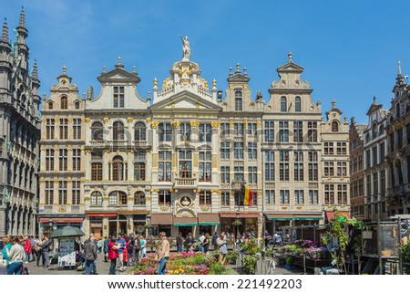 BRUSSELS - MAY 16 : Grand Place in Brussels, Belgium on May 16, 2014
