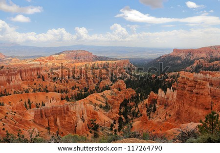 Bryce Canyon landscape photo with the red sandstone