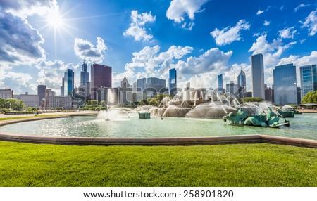 Buckingham fountain and Chicago downtown skyline - stock photo