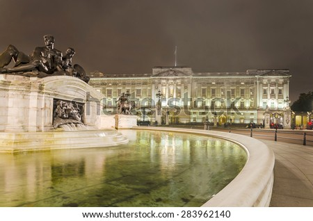 Buckingham Palace and Victoria Memorial in London, home to the Queen of England. Night shoot - stock photo