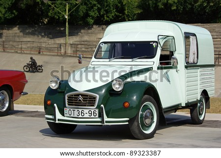 citroen 2cv stock images royalty free images vectors. Black Bedroom Furniture Sets. Home Design Ideas