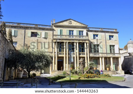building of the town of Uzes