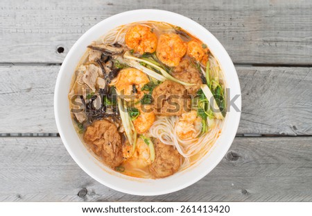 Bun Tom Hai Phong, Vietnamese shrimp and fish balls soup against wooden background
