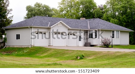 Bungalow with a triple garage