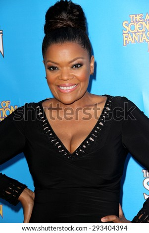BURBANK - JUNE 25: Yvette Nicole Brown arrives at the 41st Annual Saturn Awards on Thursday, June 25, 2015 at the Castaway Restaurant in Burbank, CA.