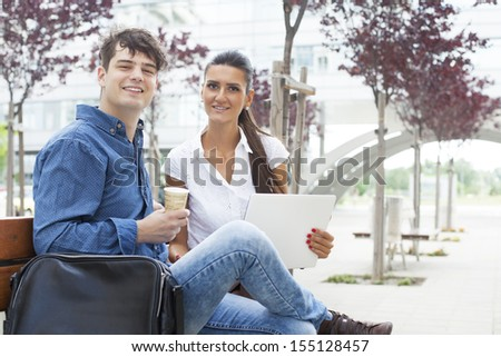 Business agent having an outdoor prep meeting with a designer before heading into a business meeting
