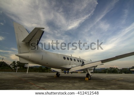 Business jet airplane