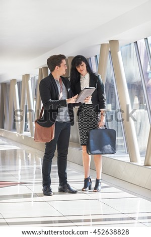 Business man and woman meeting in hallway