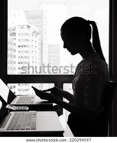 Business woman using mobile phone in the office