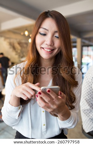 Business woman using smartphone in the cafe, Modern city's lifestyle