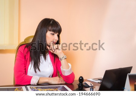 business woman working on the computer