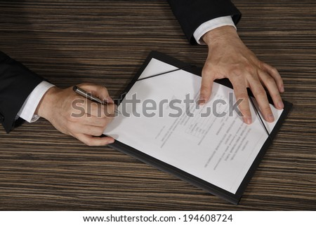 Business worker signing the contract - stock photo
