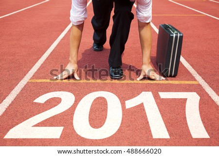 businessman ready to run and 2017 new year concept