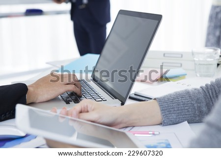 Businessman to operate a laptop