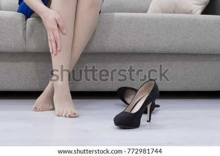 Feet And Shoes Of Businesswoman In Office Stock Images