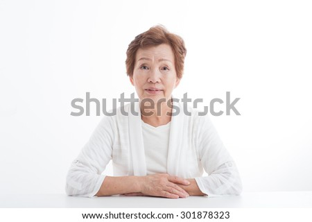 Bust up photo of the elderly women who makeup,White background