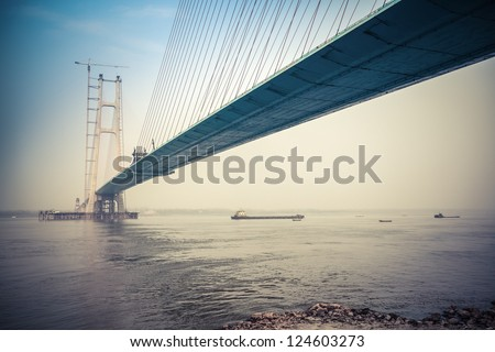 cable-stayed bridge construction in yangtze river