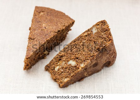 Cacao cake with nuts