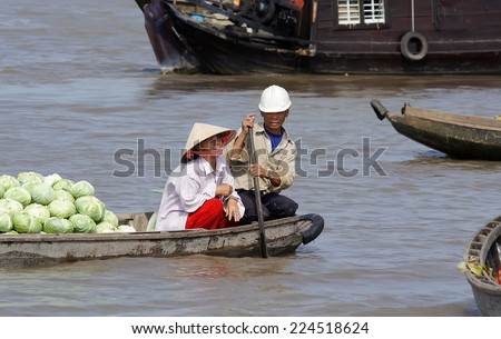 CAI RANG,VIETNAM-FEB 3, 2008: Unidentified husband and wife at Cai Rang floating market,Can Tho Province,Southern of Vietnam.Cai Rang Market is the most important floating market on the Mekong Delta. - stock photo
