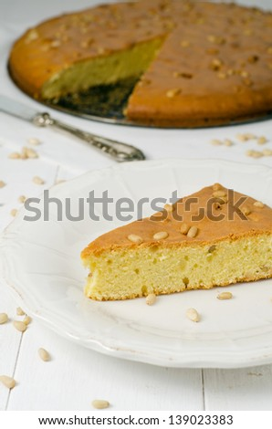 Cake with pine nuts