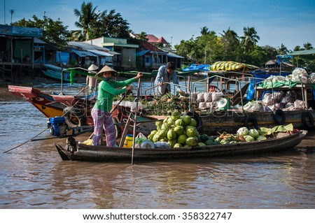 CAN THO,VIETNAM-APRIL 14: Phong Dien Floating Market, 20km from Can Tho, most famous and original floating market in Mekong Delta with local boats packed on April 14, 2012 in Can Tho, Vietnam.
