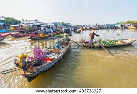 Can Tho, Vietnam - February 4th, 2016: Women rowing boats often algae farm trade in agricultural products on market well as a livelihood in countryside morning at river in Can Tho, Vietnam.