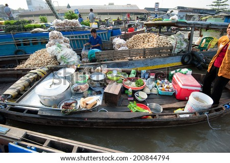 CAN THO,VIETNAM - 23 JAN, 2014: Unidentified people on floating market in Mekong river delta. Cai Rang and Cai Be markets are very popular among the local citizens and tourists.
