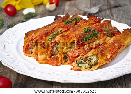 ... cannelloni with spinach and tomato sauce cannelloni with spinach and