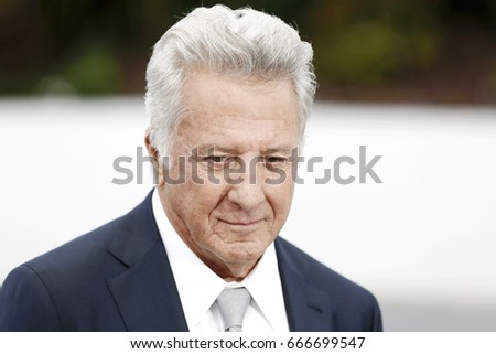 CANNES, FRANCE - MAY 21: Actor Dustin Hoffman attends 'The Meyerowitz Stories' photo-call during the 70th Cannes Film Festival on May 21, 2017 in Cannes, France