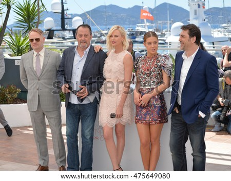 "CANNES, FRANCE - MAY 20, 2016: Actors Jared Harris, Jean Reno, Charlize Theron, Adele Exarchopoulos & Javier Bardem at the photocall for ""The Last Face"" at the 69th Festival de Cannes."