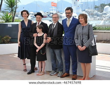 "CANNES, FRANCE - MAY 14, 2016: Actors Rebecca Hall, Mark Rylance, Ruby Barnhill, Jemaine Clement, Penelope Wilton & director Steven Spielberg at the photocallThe BFG"" at the 69th Festival de Cannes."