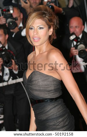 CANNES, FRANCE - MAY 25: Actress Eva Mendes arrives at the premiere for the film 'We Own The Night' at the Palais des Festivals during the 60th  Cannes Film Festival on May 25, 2007 in Cannes, France.